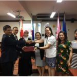 Direktur Poltekkes Kemenkes Surabaya Menandatangani MoA dengan Centro Escolar University, Filipina